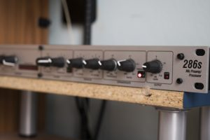 DBX 286S mic preamp processor on desk in a croatian voiceover studio